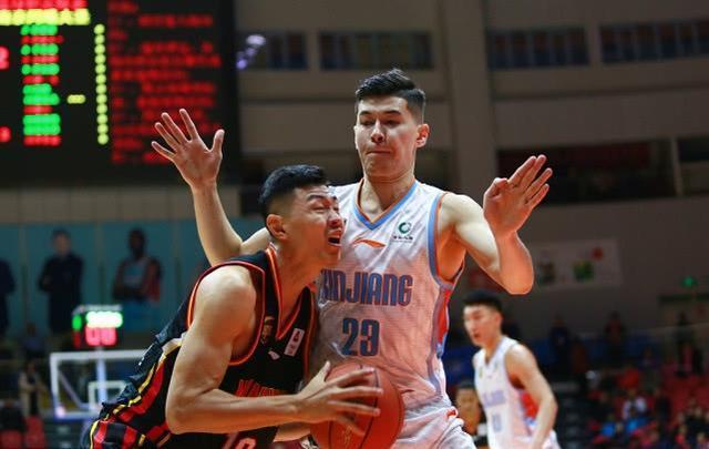 21投16中!男篮最红新星终于在CBA爆发,李秋平真不会使用他!