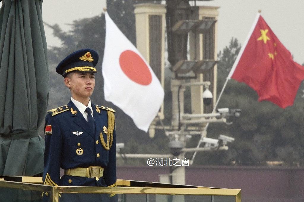 今日北京天安门广场悬挂中日国旗 欢迎日本首相安倍晋三访华