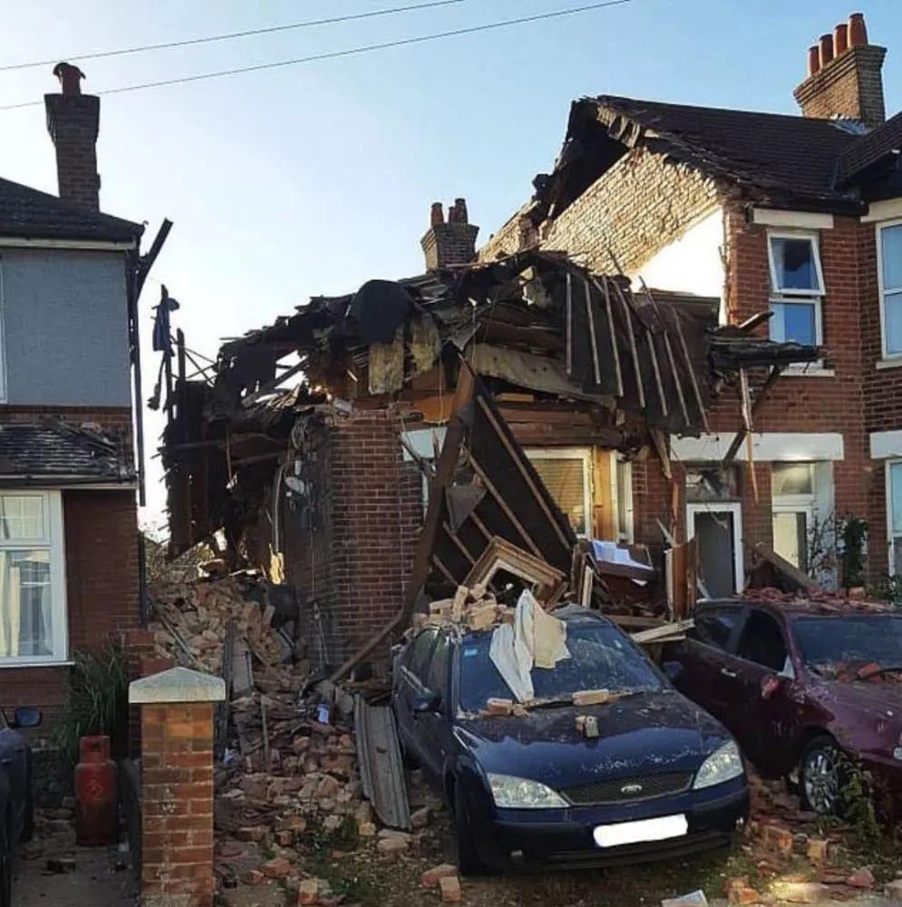 英国老大爷离婚后一怒之下炸掉整栋房 前妻当时还在屋里