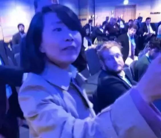 """央视回应""""抗议'港独'女记者遭推搡者起诉"""":保留反诉权利"""