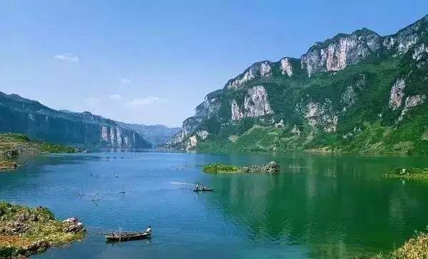 跨越著名的国家4a级风景区——马岭河大峡谷,是汕昆高速公路的重点
