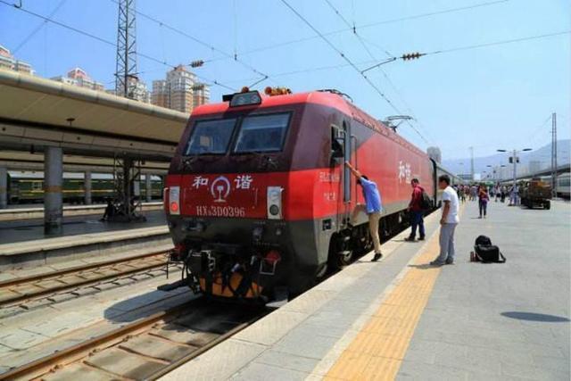 为什么现在人喜欢坐火车卧铺,而不坐高铁和飞机?