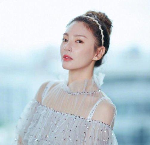 离婚后张雨绮,发型依旧霸气十足图片