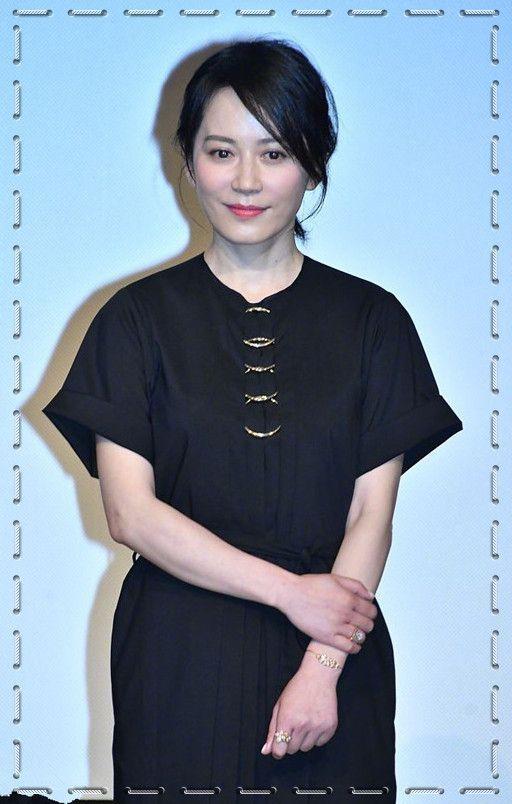 俞飞鸿逆天冻龄!47岁穿黑裙胜17岁少女,网友:十年如一日的美貌