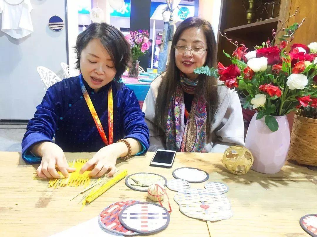 京津冀地区非遗项目展示互动,diy草木染,竹编贴片等多项文化互动活动.