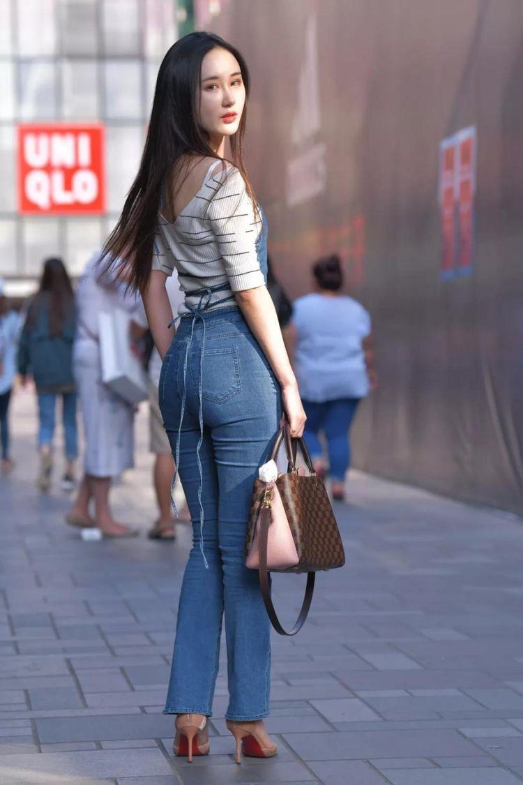 美臀骚女_街拍:身材优雅动人,长腿美臀,美丽的性感长发美女,端庄秀气!