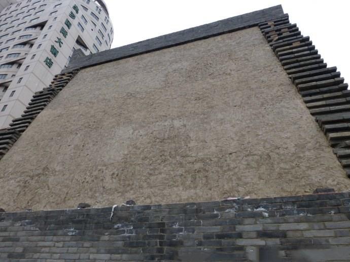 """西安最霸气的""""钉子户"""",在城中心要派人保护,行人也要绕着走"""
