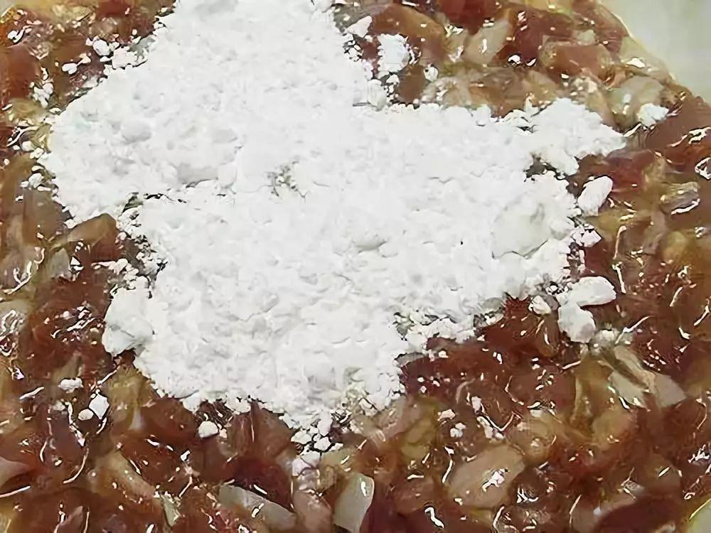 """炸酥肉别再用淀粉和面粉了用""""它""""上浆炸出的酥肉更酥脆可口"""
