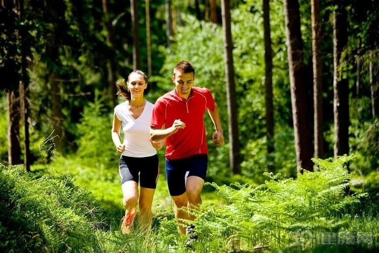 坚持跑步来保持健康,选择晨跑还是快乐跑?