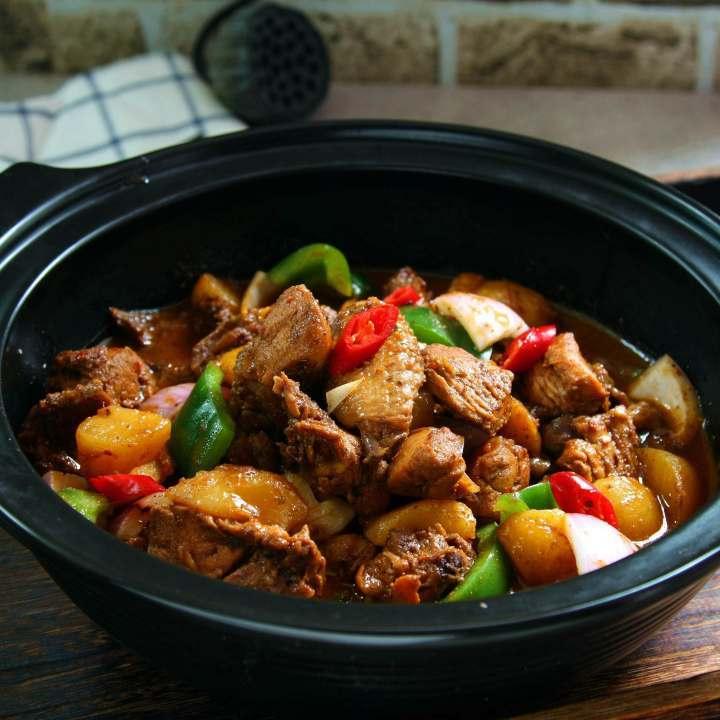公�:-a:+�_下饭菜,鸡公煲炖土豆,简单美味的家常鸡肉菜谱