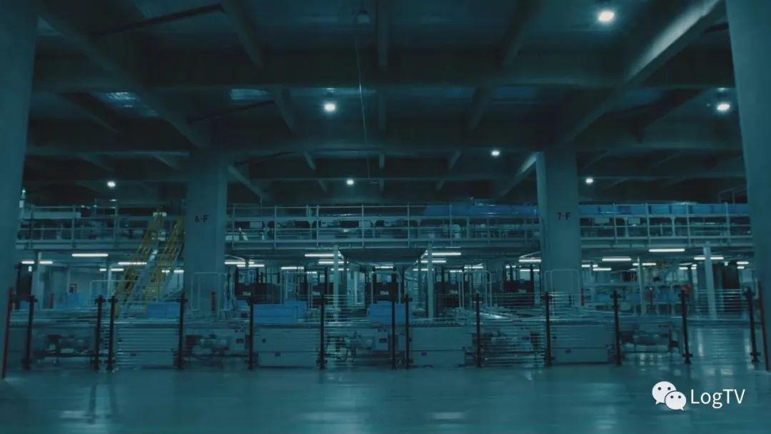 优衣库首个全自动仓库,90% 员工被机器人取代
