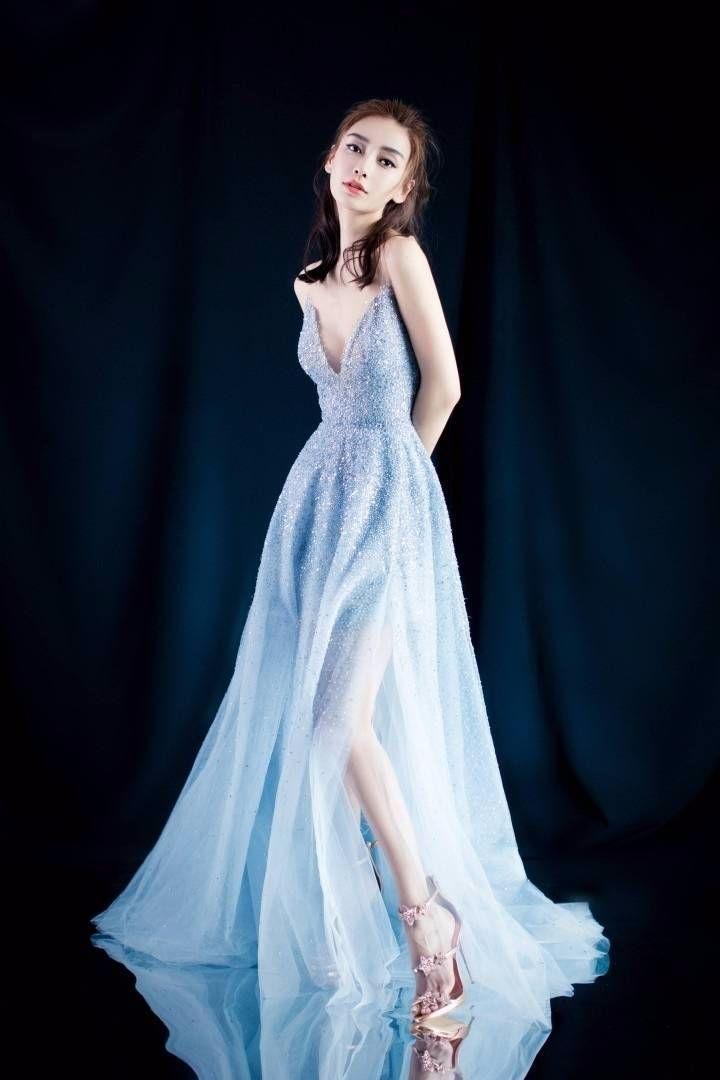 太尴尬!杨颖本想穿抹胸长裙秀性感,可惜胸太小衣服都填不满!