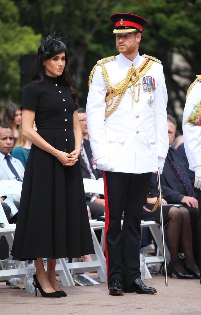 伊万卡撞衫梅根王妃,第一女儿与平民王妃,同件长裙穿出不同风格