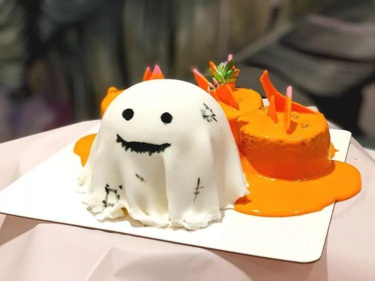 狠撸撸-成人色_三小只南瓜色的小蛋糕都被裹着透明膜! 所以你撸就对了!