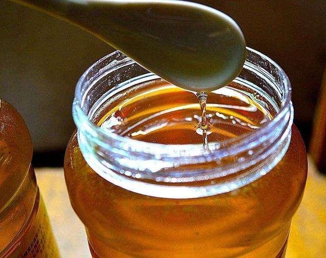 早晨睡醒喝蜂蜜水,对身体是好是坏?营养师教你喝水的正确选择