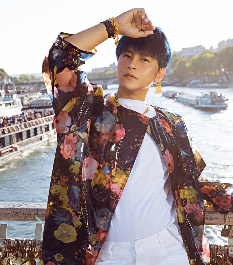 陈志朋透明装上热搜,裤子短到大腿根,网友:尔泰还是变态?