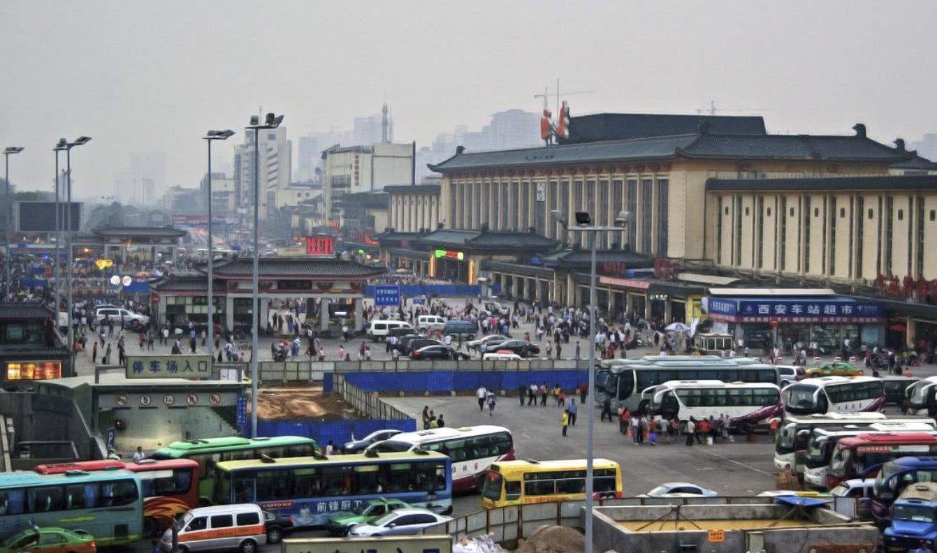 面积是南京站6倍,耗资超过300亿元,至今是国内最大的火车站