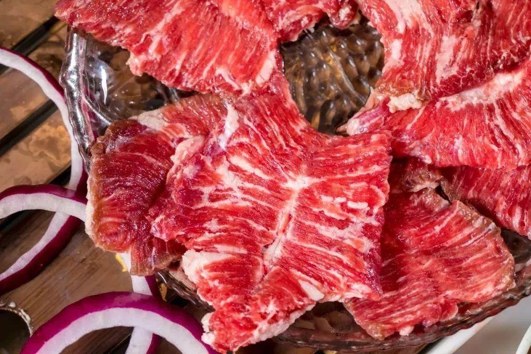 美食 正文  鳗鱼 烤护心肉 在黄油和酱料配合下,只需在烤盘上来回翻烤图片