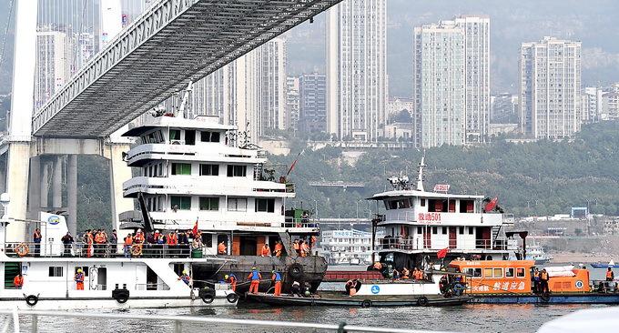 公交坠江打捞遗体目前已捞出5具 深潜设备打捞难度极大