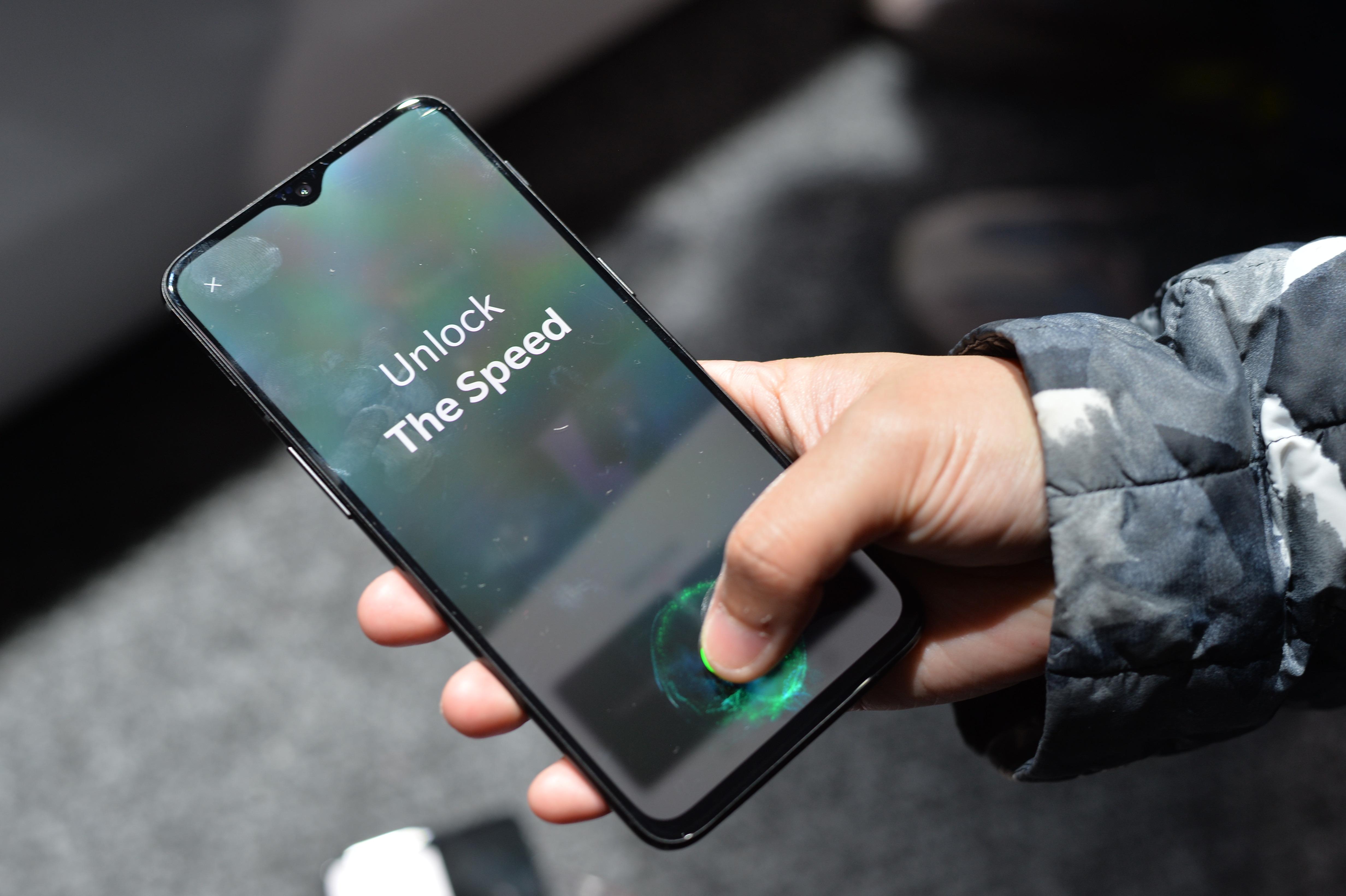 一加6T上手体验:美国市场首款屏下指纹手机怎么样?