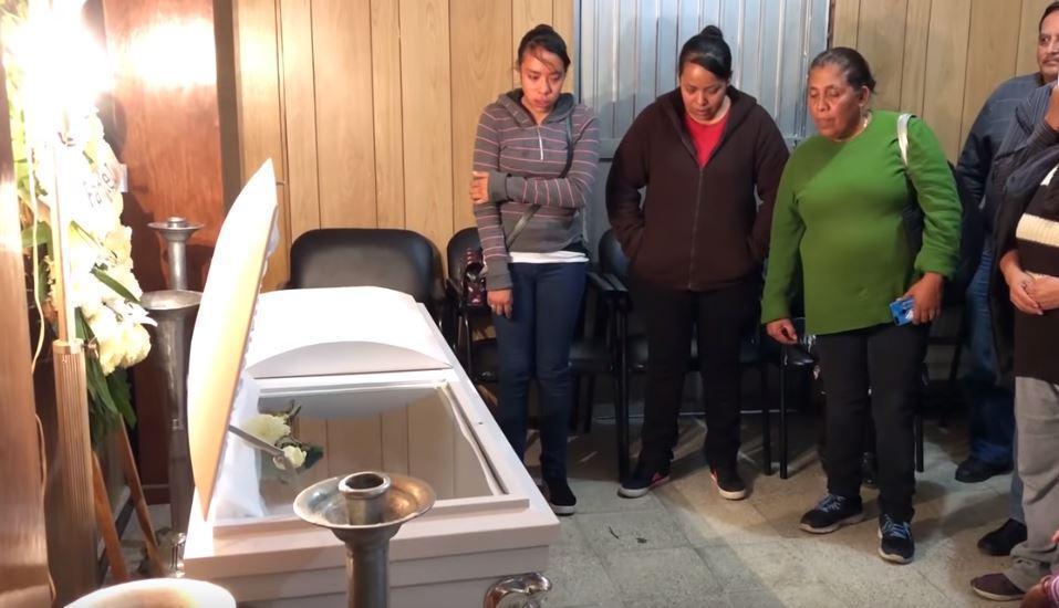 墨西哥一名8岁儿童因被生父和继母强迫吃排泄物而窒息死亡