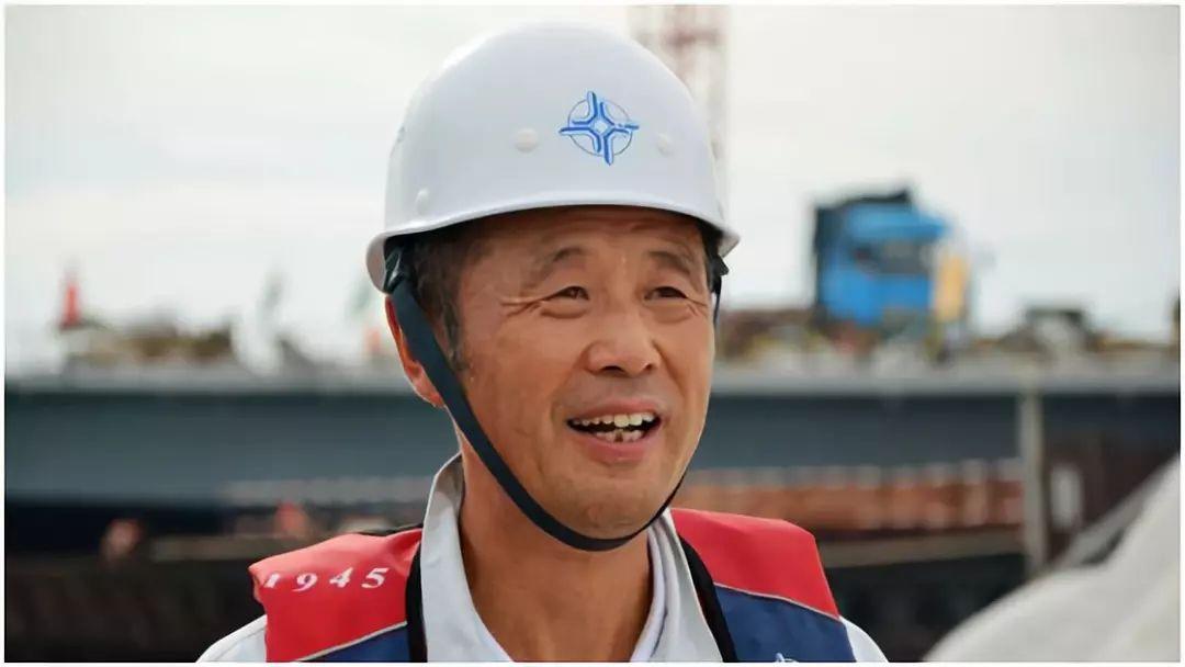 """港珠澳大桥背后的男人:面对老外的""""挑衅"""",他铸就了中国史无前例的工程图片"""