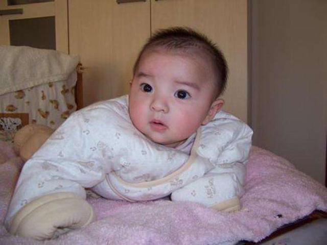 這4件事會嚴重傷害寶寶脊柱,也會毀了寶寶未來的身高,家長當心