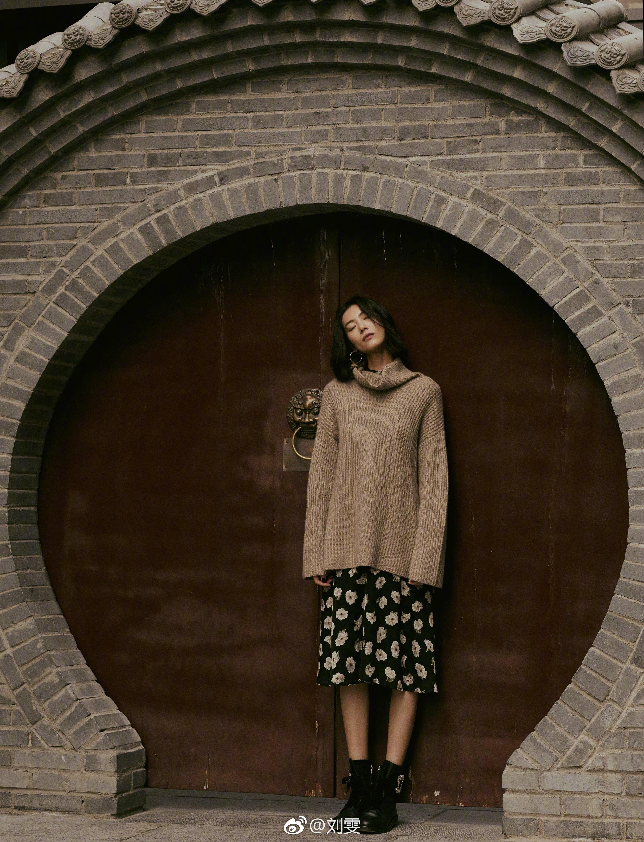 刘雯在毛衣里面套连衣裙美得好高级,400块却穿出40000块的大牌感