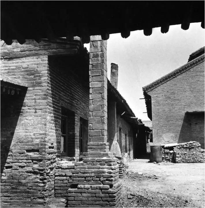 1948年恢复生产时的汾酒老作坊