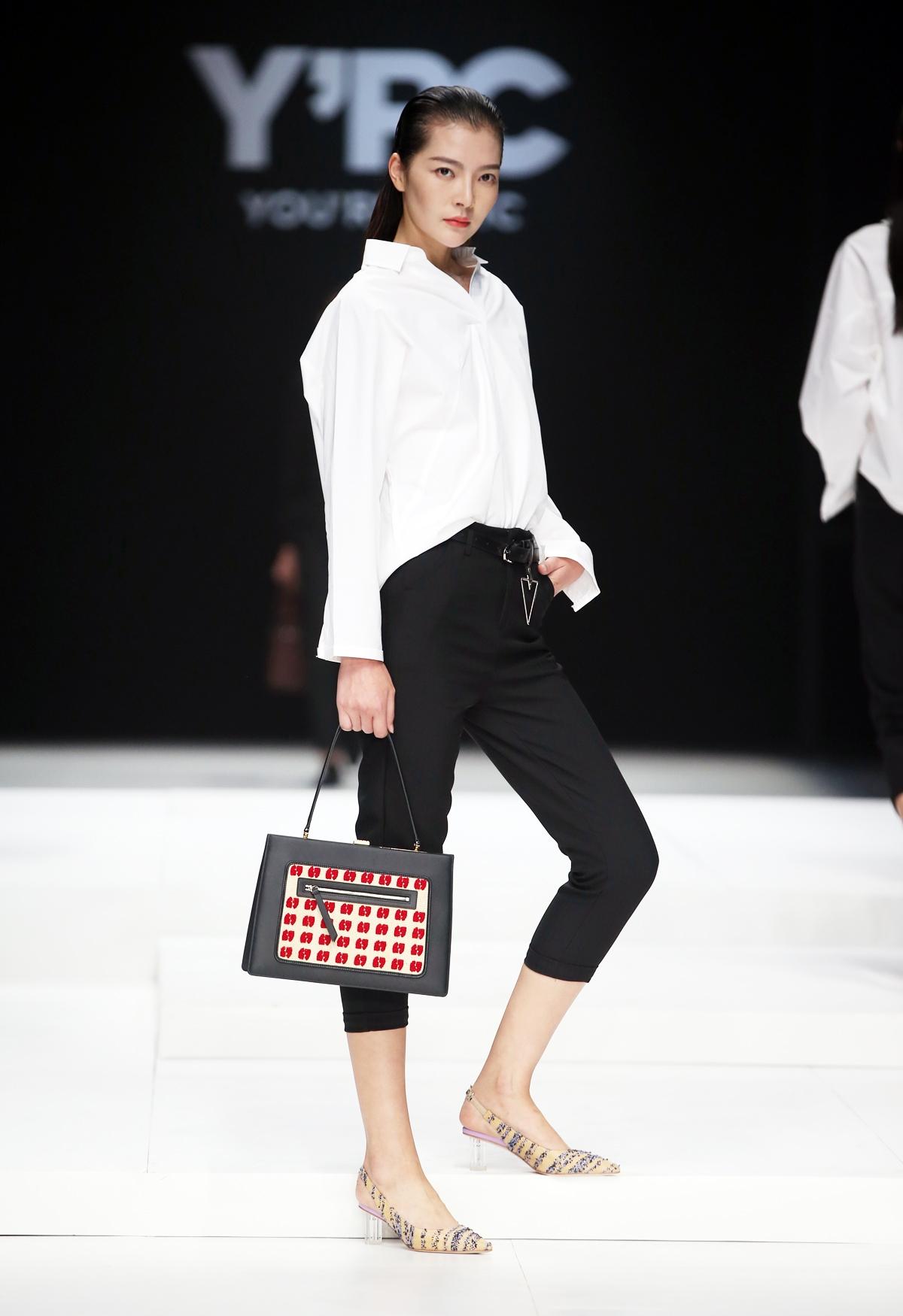 """从心出发,引力潮流:""""鞋包时尚风向标""""Y'RC首秀中国国际时装周"""