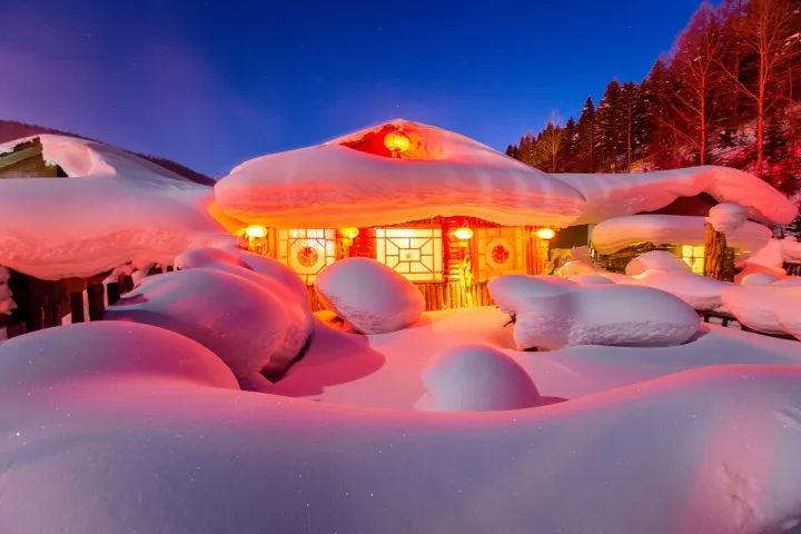 东北雪乡_雪乡座落在一个山坡上,百来户人家,却有着浓浓的东北味.
