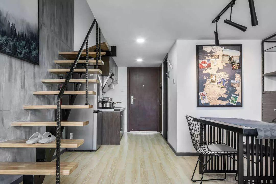 表弟的46㎡小复式单身公寓, 进门就是厨房, 二楼只够放一张床视频图片