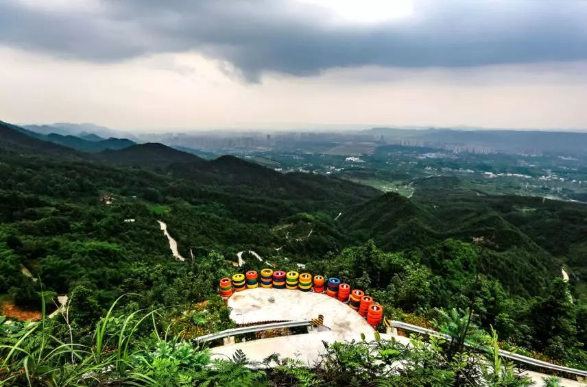 歌乐山高然耸立,临江而居,沙坪坝城区之貌尽收眼底.图片