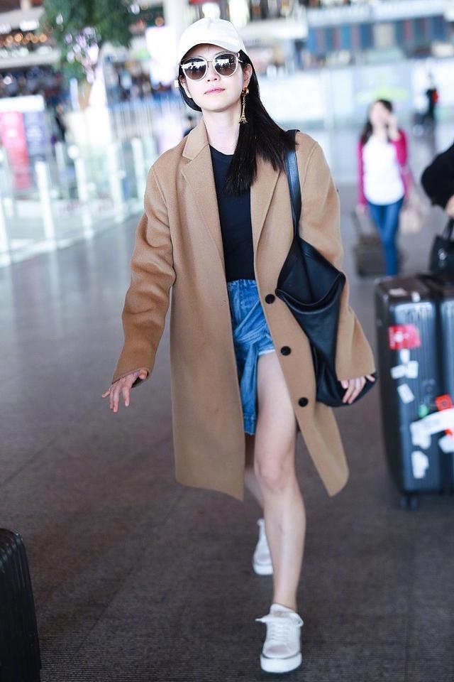 陈妍希真敢穿!大衣配短裤也就算了,居然还搭个腰系衣服,有个性