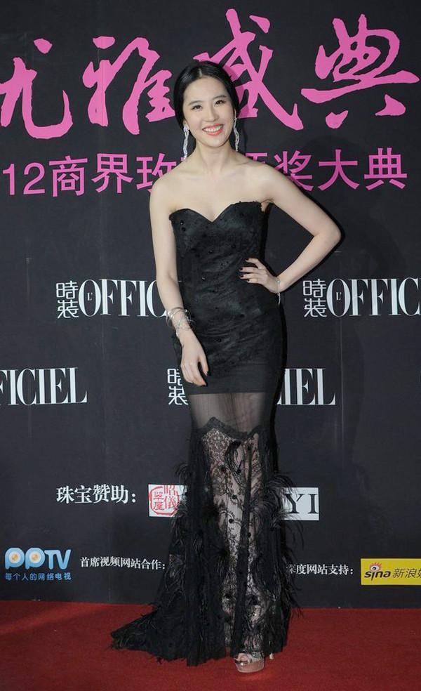 """被称""""神仙姐姐""""的刘亦菲,后来攻克穿衣""""死穴""""了吗?"""