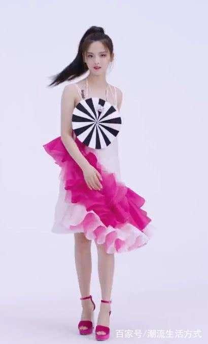 火箭少女們的代言造型來了,楊超越穿斜邊裙,yamy變大女人!