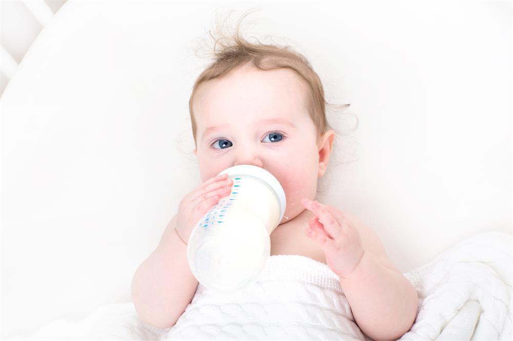 宝宝断母乳后不吃奶粉,怎么办?专家:四招即可轻松解决