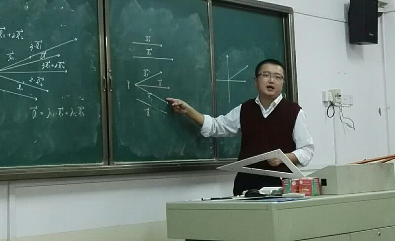 为什么毕业后优等生都不回去看老师?班主任说出3句话,道出原因