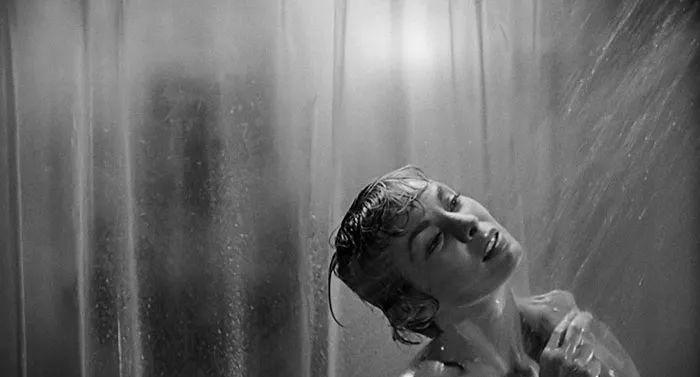 浴室里的修女