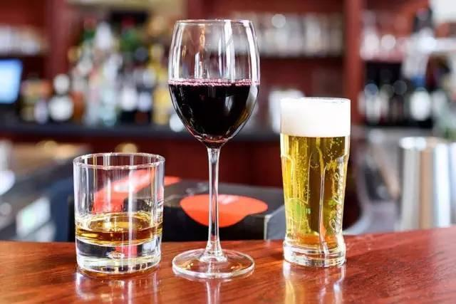 如果每天喝一小杯白酒,一年后你的身体究竟会有什么变化?