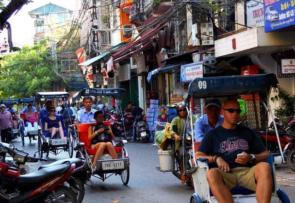 """越南""""不一样""""的卧铺大巴,当地人享受,中国游客躺""""吐了"""""""