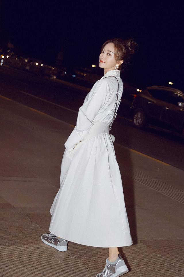 当袁泉与秦岚撞衫同款白色长裙,终于明白了气质到底有多重要