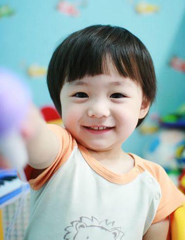 3岁小男孩西瓜头短发发型   小男孩比较适合梳什么样的短发发型?图片