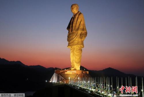 """印度""""全球最高雕像""""揭幕:182米 总理莫迪主持仪式"""