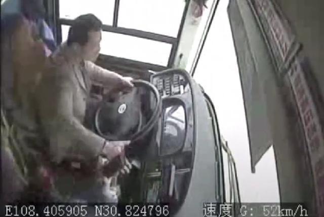 重庆坠江公交诱惑制服,美女和曝光泼妇司机的职业一起操守没有性感监控主播图片