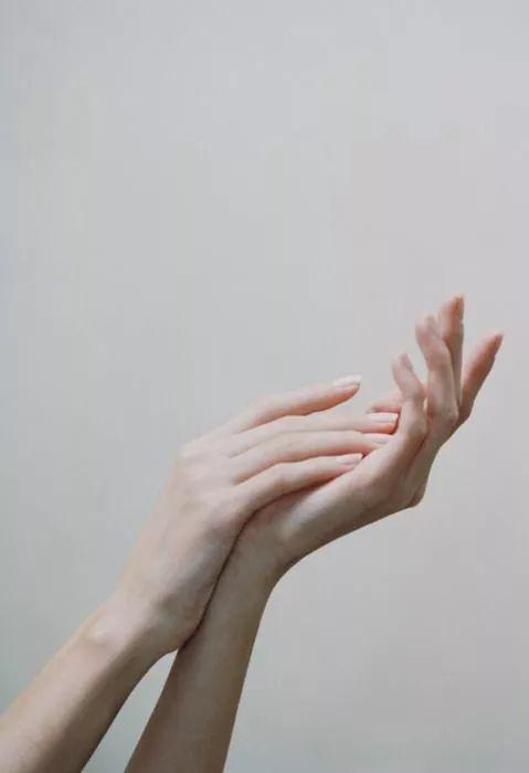 推广 拇指窝 小骨节 方指甲,这些美手细节你占了几样