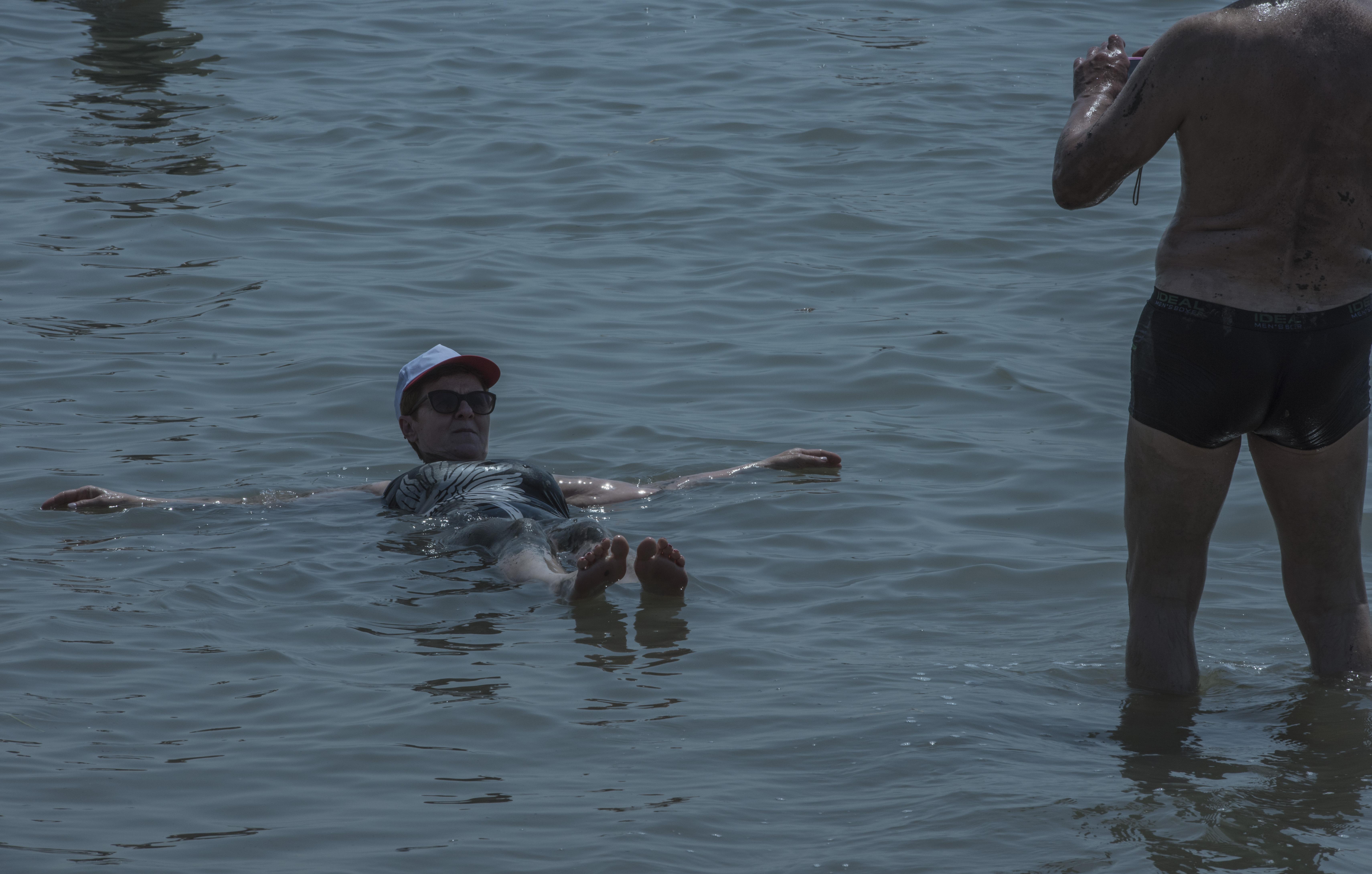 在死海里人真的能漂起来吗?还是有什么不为人知的秘密