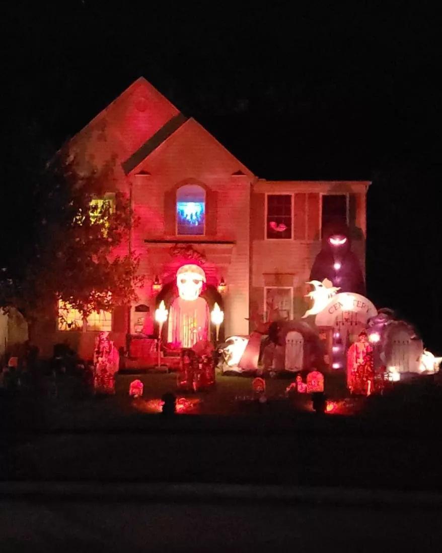 自家房子比鬼屋還恐怖,歪果仁過萬聖節跟玩命一樣…-華夏娛樂360