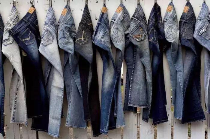 牛仔裤这样洗才能延长牛仔裤的寿命