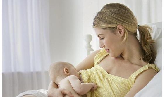 宝宝一岁就可以断奶?宝宝是否该断奶,看这3点,与年龄无关!